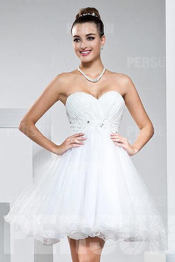 Mini robe blanche pour soirée empire bustier cœur