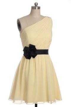 Robe de soiré courte pour mariage asymétrique plissé avec une ceinture noire orné de fleurs