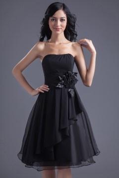 Robe de soirée noire courte orné de fleurs sur la taille