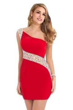 Robe de soirée rouge courte moulante avec bijoux sur épaule / taille