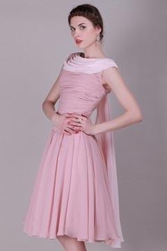 Robe rose de soirée rose mi-longue encolure drapée chic en mousseline