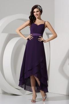 Robe simple prune décolleté cœur avec bretelle fine à jupe fluide pour mariage